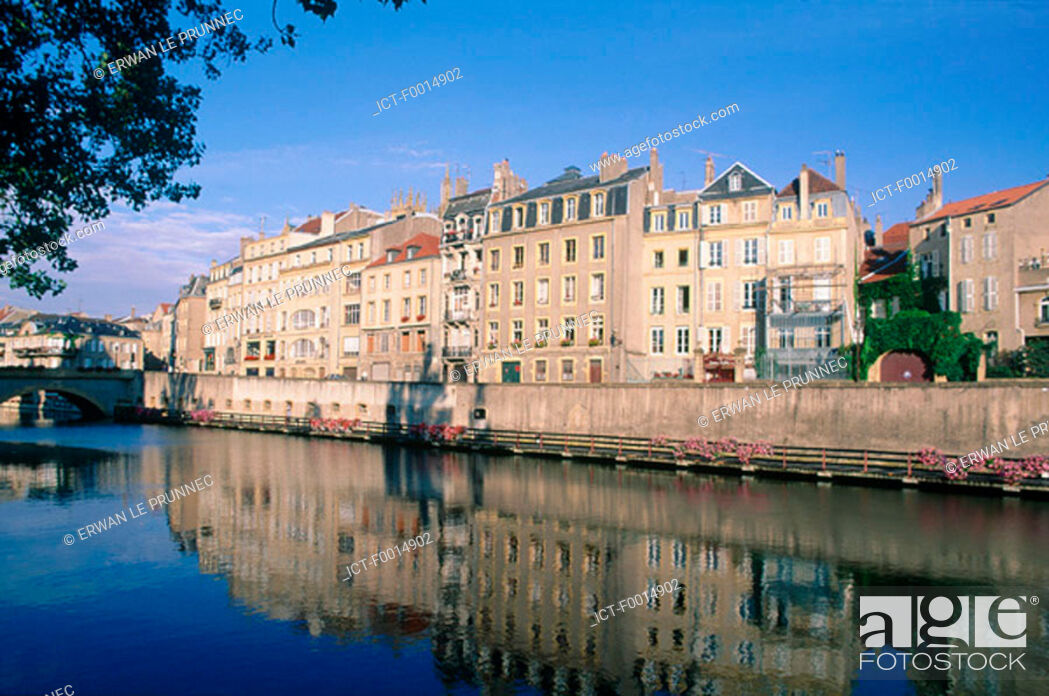 Stock Photo: France, Lorraine, Metz, elegant houses on the banks of the river Moselle.