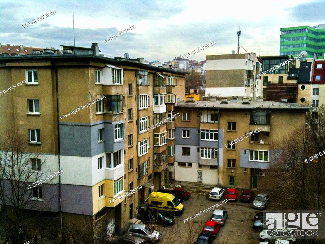 Imagen: Sofia, Bulgaria. Inner court yard of residential buildings inside a down town neighbourhood with cars parked.