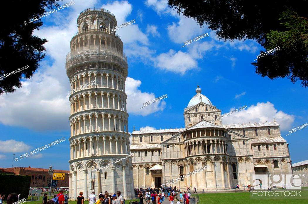 Stock Photo: Leaning Tower and 'duomo' cathedral, Piazza del Duomo (Cathedral Square aka Piazza dei Miracoli), UNESCO world heritage site, Pisa, Tuscany, Italy.