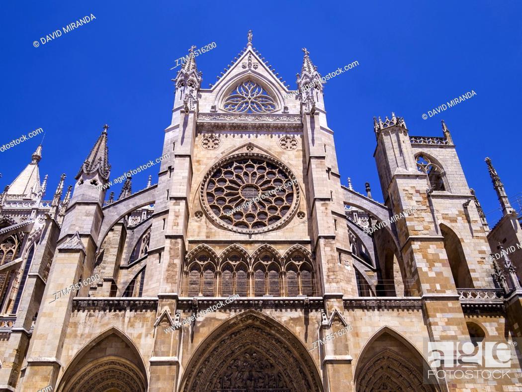 Stock Photo: Catedral gótica de Santa María (fachada sur). León. Castilla León. España.