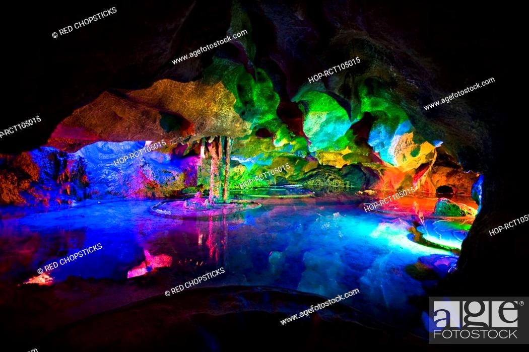 Photo de stock: Rock formations in a cave, Lotus cave, XingPing, Yangshuo, Guangxi Province, China.