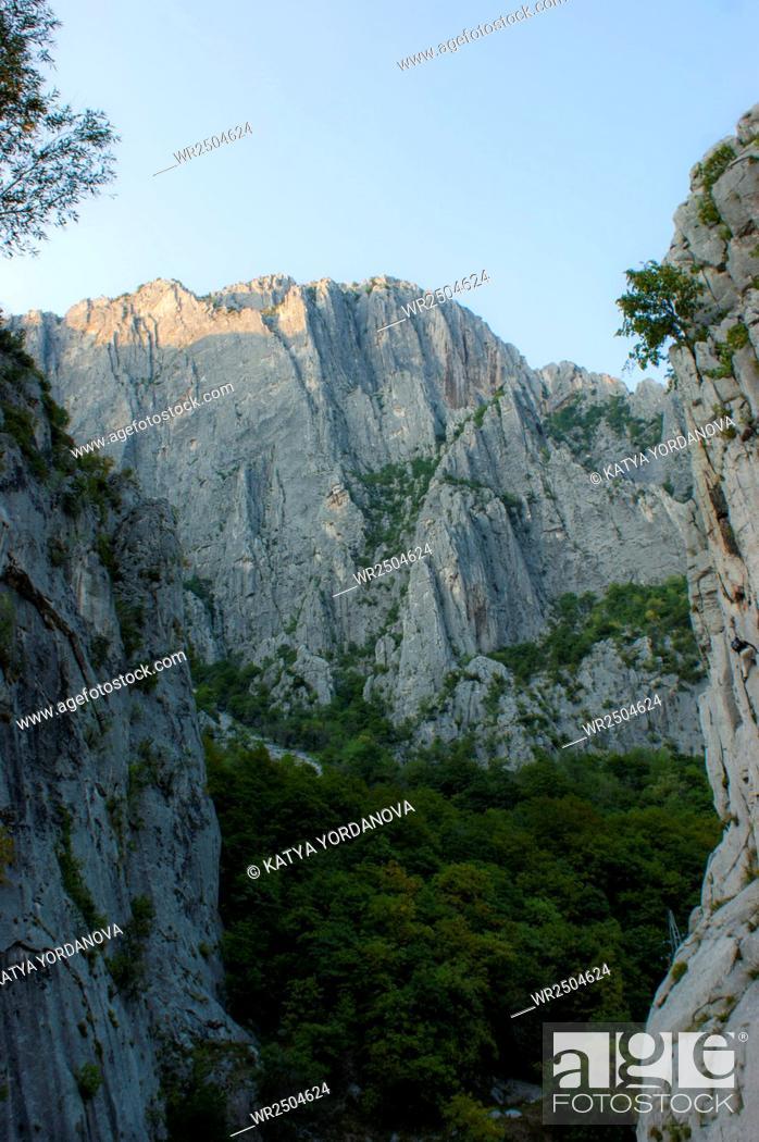 Imagen: Vratsata Gorge, Vratsa, Bulgaria.