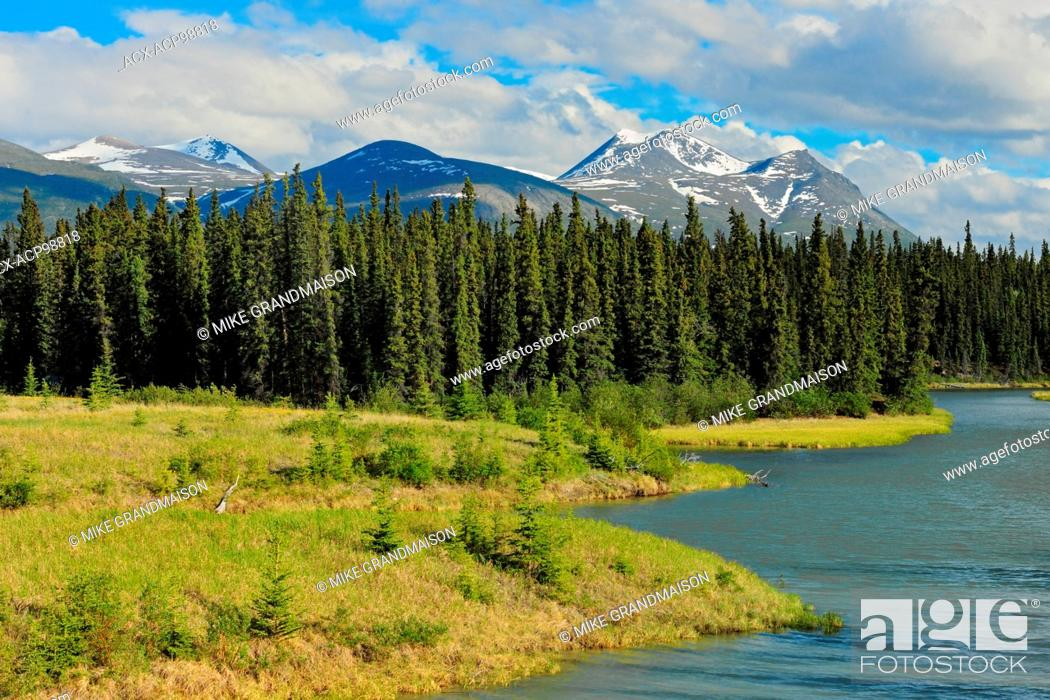 Photo de stock: Takhini River and Valley with Coast Mountains in the background Alaska Highway Yukon Canada.