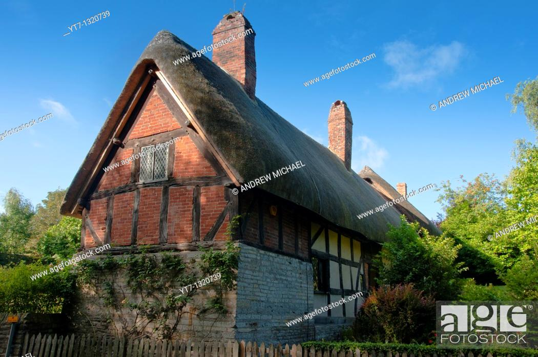 Stock Photo: Anne Hathaway's cottage home, wife of William Shakespeare, in Stratford upon Avon Warwickshire  UK.