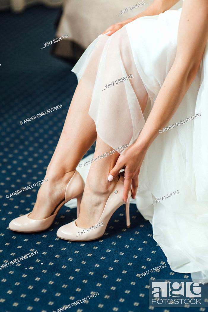 Imagen: wedding shoes of the bride, beautiful fashion.