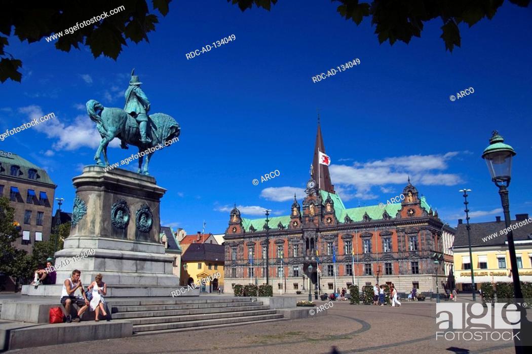 Stock Photo: Townhall and statue Malmo Skane Sweden Cityhall Radhuset Malmö.
