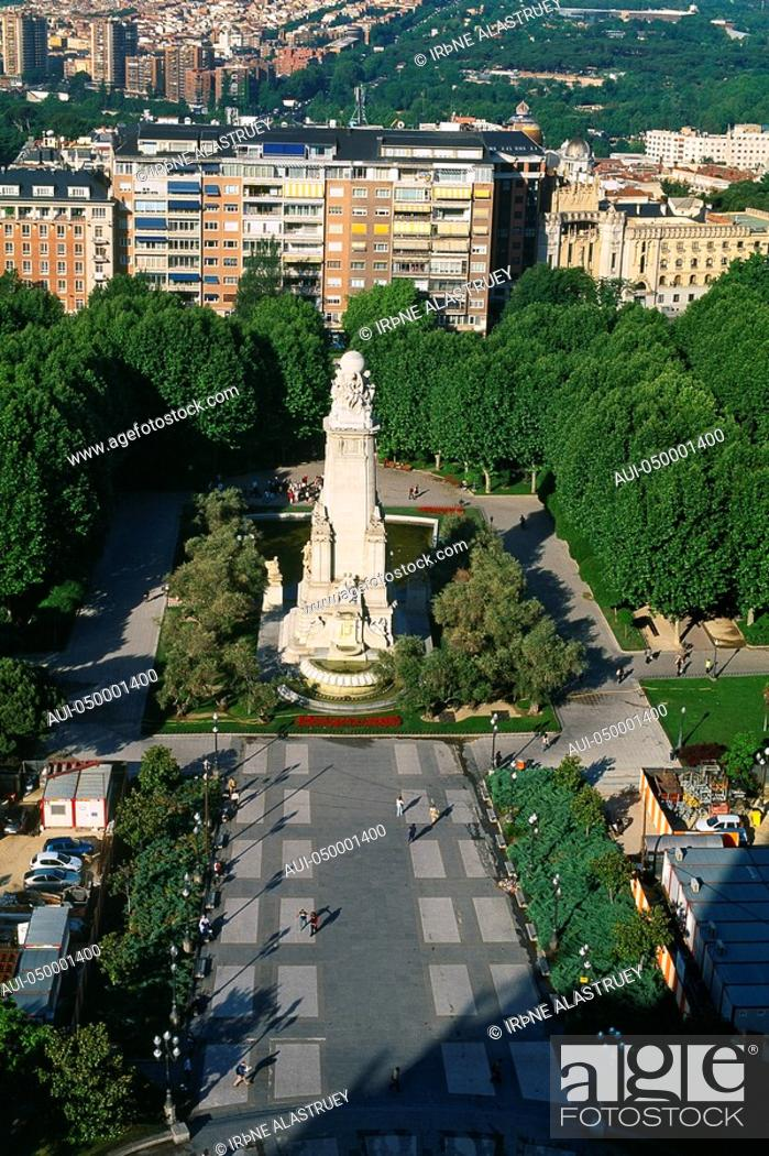 Stock Photo: Spain - Madrid - Plaza de Espagna - The green square - monument - popular meeting place.