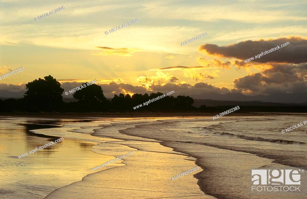 Stock Photo: New Zealand - South Island - Nelson - Tahunanui Beach - Rising tide.