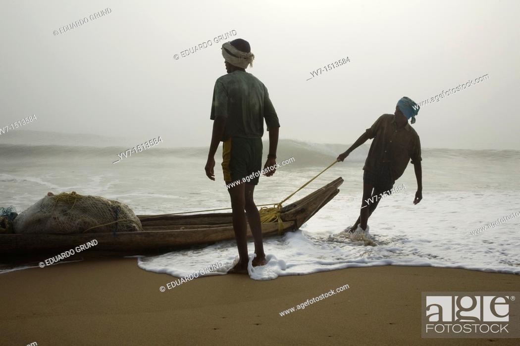 Stock Photo: Fishing on the beach Mamallapuran  Mamallapuram, Tamil Nadu, India, Asia.