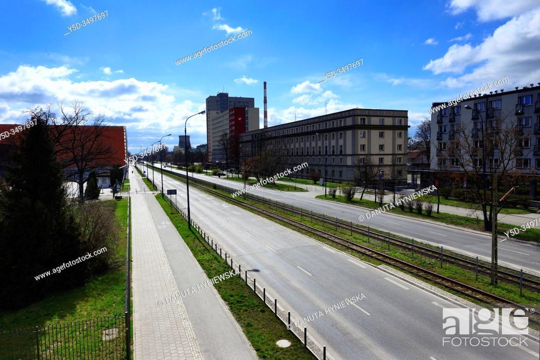Imagen: Europe, Poland, Lodz, March 2020, empty streets of city center during the coronavirus pandemic, buildings of Lodz University of Technology (Politechnika Lodzka).