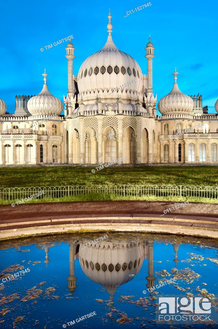 Imagen: Royal, Pavilion, Brighton, East, Sussex, England , Onion shaped dome of19th Century Royal Pavilion designed in Indo- Saracenic style by John Nash.