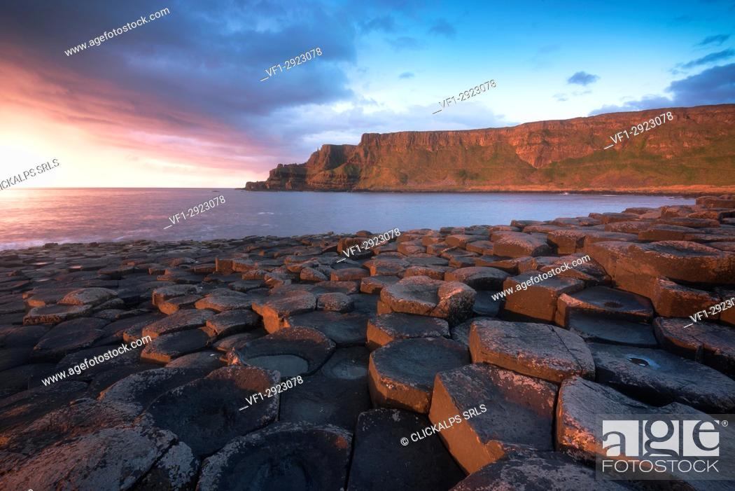 Stock Photo: Giant's Causeway, County Antrim, Ulster region, northern Ireland, United Kingdom. Iconic basalt columns.