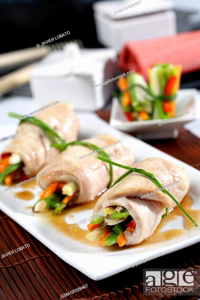 Photo de stock: Turkey rolls stuffed with vegetables.