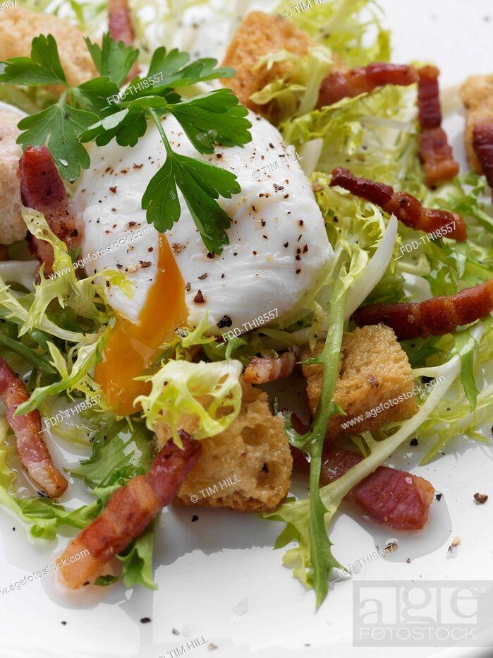 Imagen: Individual portion of salad Lyonnais.