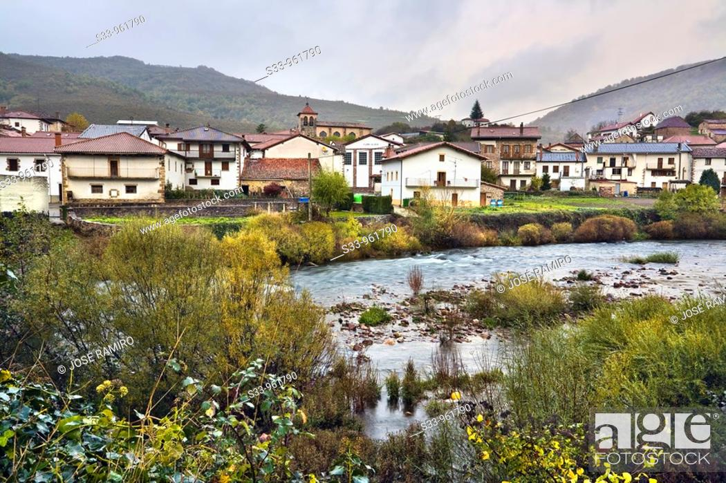 Stock Photo: Rio Irati en Oroz-Betelu  Navarra  España.