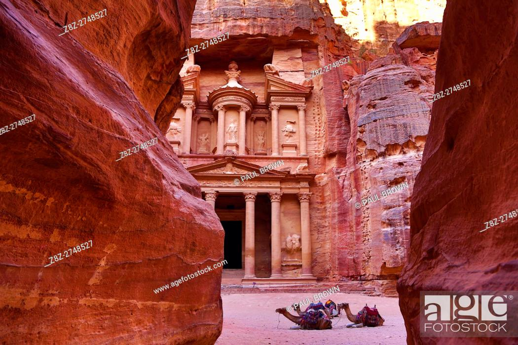 Stock Photo: View of the Treasury, Al-Khazneh, from the Siq, Petra, Jordan.