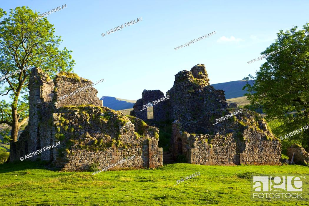 Stock Photo: Pendragon Castle ruins of 12th century Norman fortification. Mallerstang, Kirkby Stephen, Upper Eden Valley, Cumbria, England, United Kingdom.