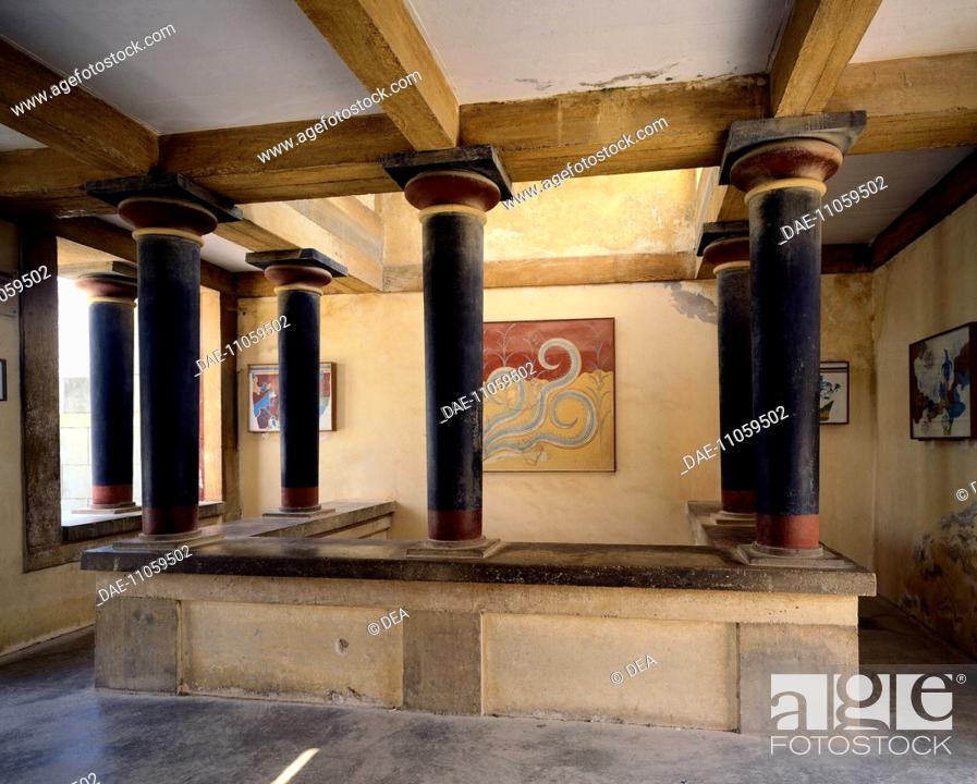 Stock Photo: Room overlooking the throne room of Knossos Palace, Crete (Greece). Minoan Civilization, 16th century BC.