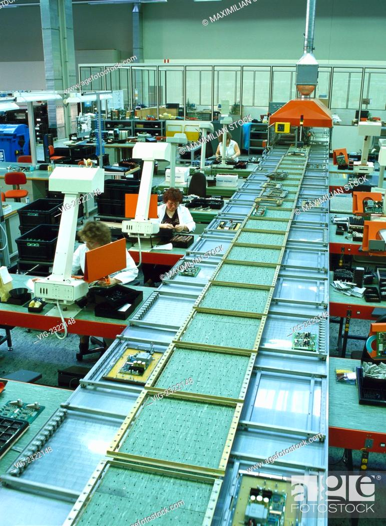 PRODUCTION HALL WITH WORKPLACES FOR PRINTED-CIRCUIT BOARD AssEMBLY