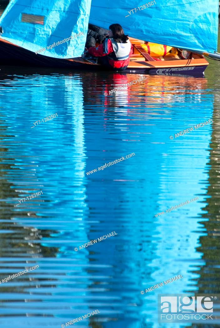 Stock Photo: Sailing on the Arrow valley lake country park, Redditch, Worcestershire, West Midlands, England, UK.