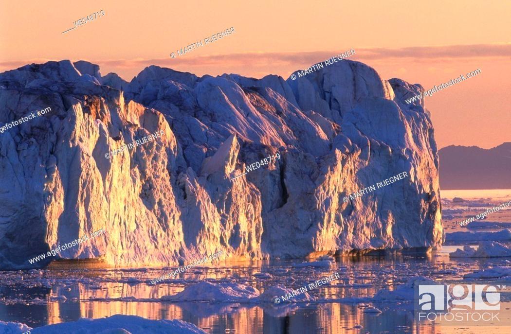 Stock Photo: Iceberg. Midnight sun. Llulissat. Diskobay. Greenland. August.