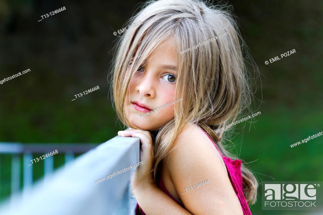 Photo de stock: Concerned little girl.