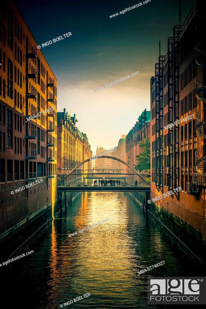 Stock Photo: Germany, Hamburg, the Elbe, harbour, warehouse distict, harbour city, Sand bridge.