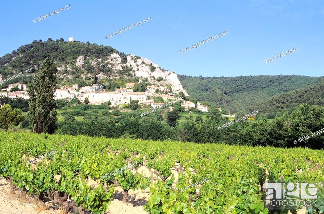 Stock Photo: Vaucluse - Haute Provence - Vallee du Rhone-Seguret.