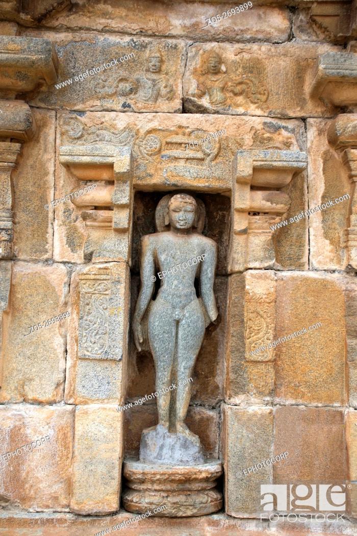 Imagen: Carved fugure of Tirthankara, Panchakuta Basadi (or Panchakoota Basadi), Kambadahalli, Mandya district, Karnataka, India.