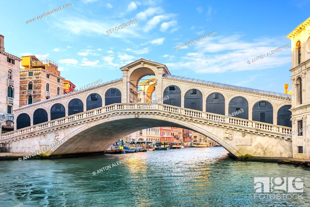 Stock Photo: The Rialto Bridge, beautiful tourist attraction of Venice.