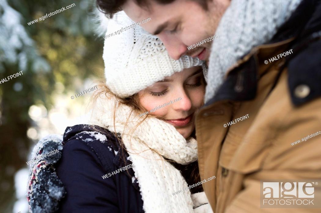 Photo de stock: Happy young couple in winter.