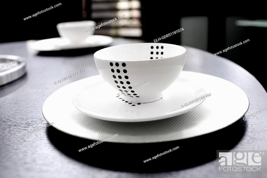 Photo de stock: Close-up of a bowl and a plate on a tray.