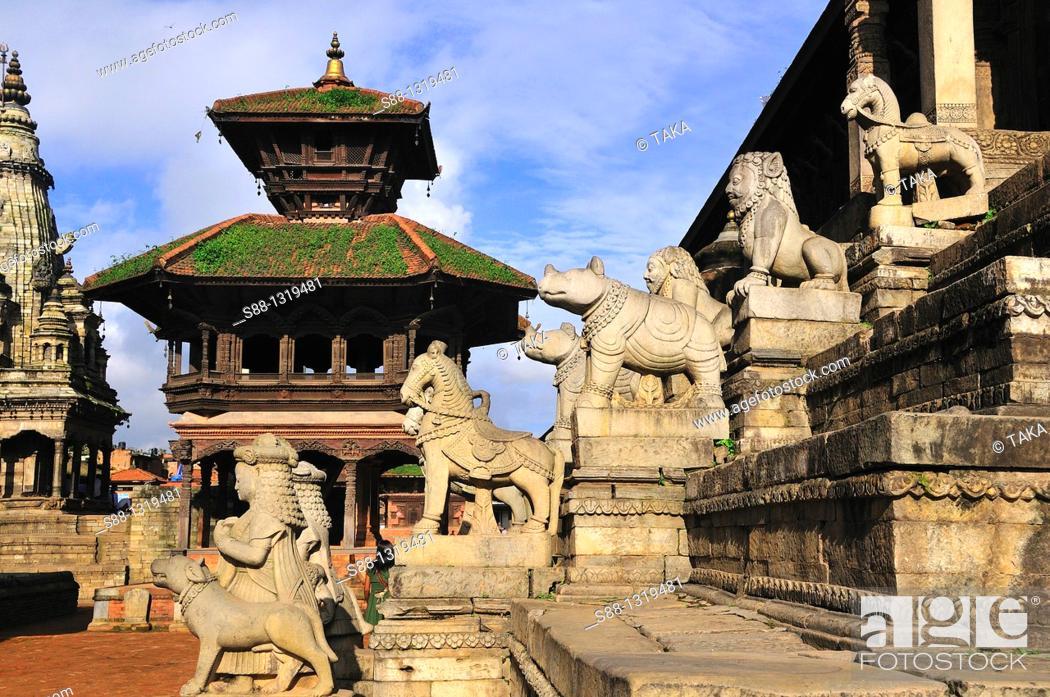 Stock Photo: Durbar square, Pashpati temple, Bhaktapur (Bhadgaon), Kathmandu Valley, Nepal.