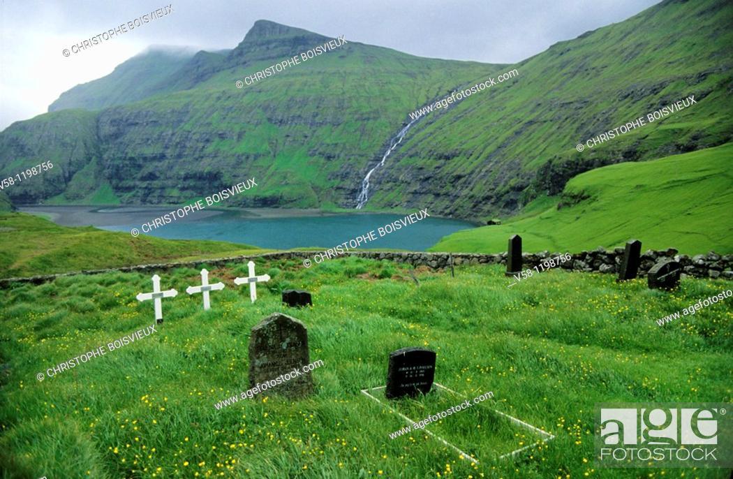 Stock Photo: Denmark, Faroes archipelago, Saksun graveyard.