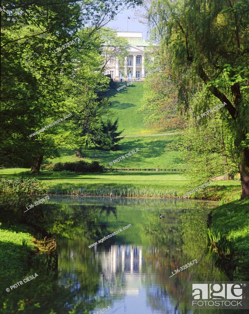 Stock Photo: Poland. Warsaw. Belwedre Palace seen from Lazienki Park.