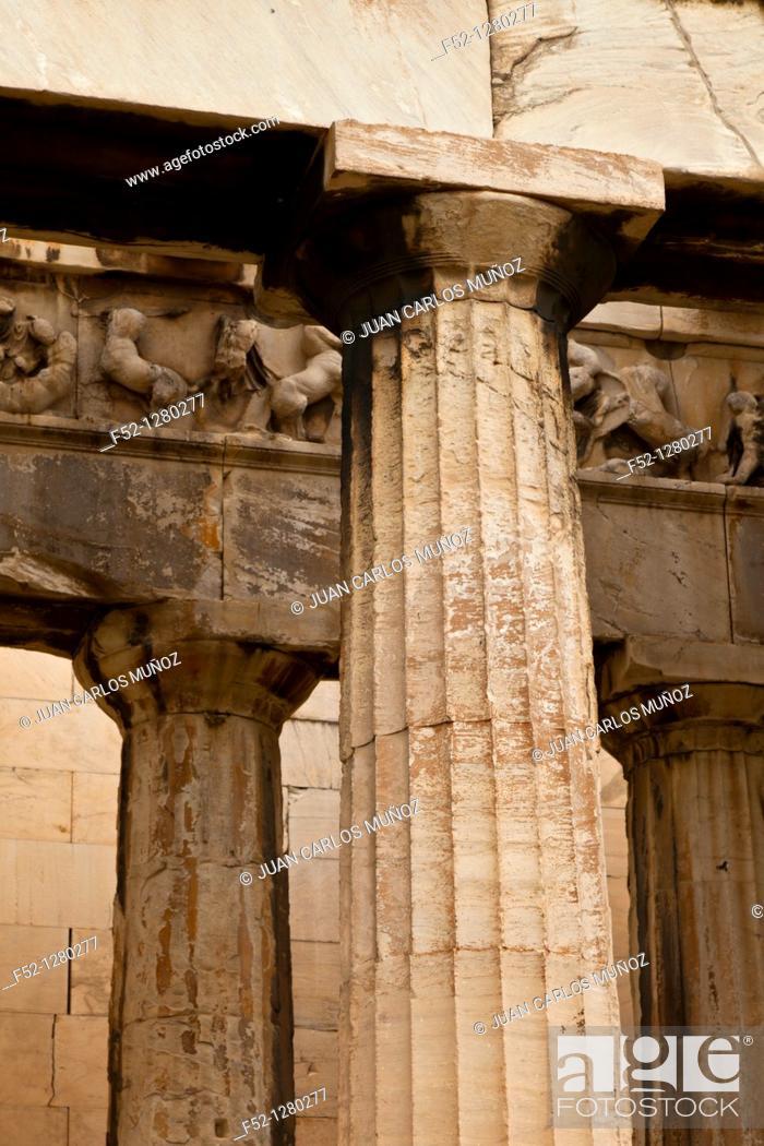 Stock Photo: Doric Columns in Temple of Hefesto, Greek Agora Athens, Greece.