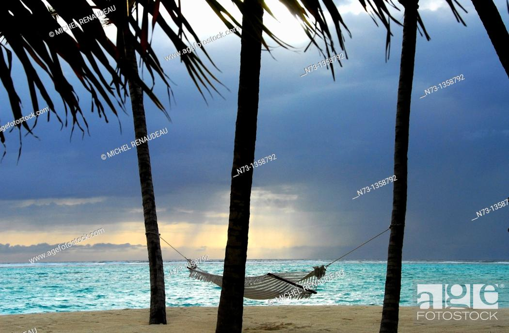 Stock Photo: Maldives, north Male atoll, One & Only Reethi Rah hotel, hammock.