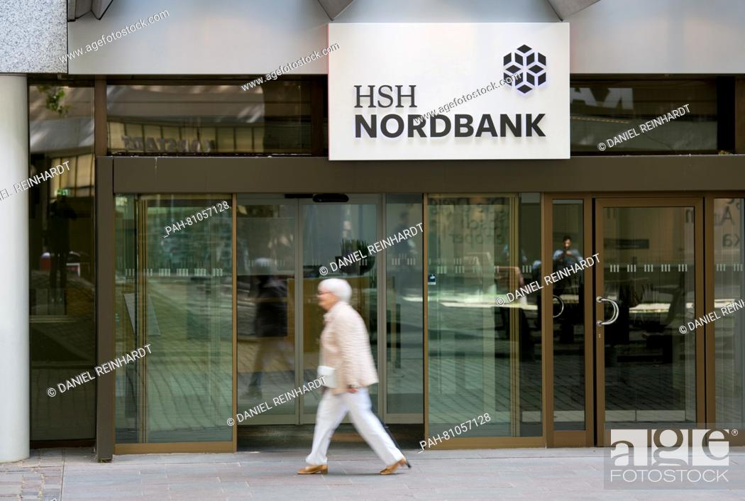 Imagen: A walks past a branch of the HSH Nordbank in Hamburg, Germany, 9 June 2016. The bank presented its annual balance for 2015 at a press conference on the same day.
