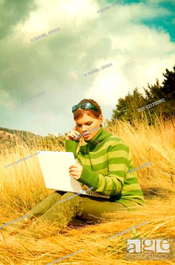 Imagen: Woman Mountains Outdoors.