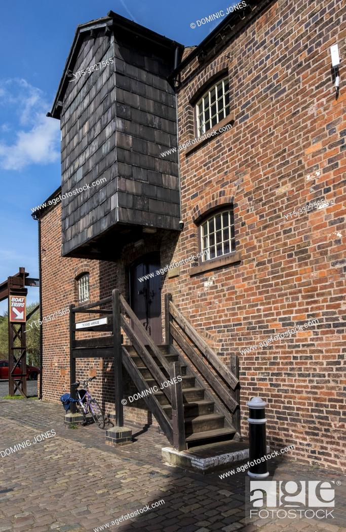 Stock Photo: The Bonded Warehouse by the Stourbridge Canal, Stourbridge, West Midlands, England, Europe.