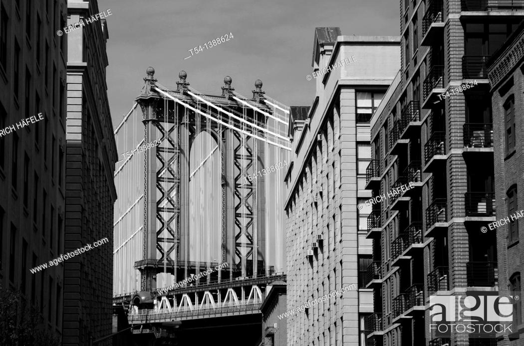 Stock Photo: Manhattan Bridge in New York.