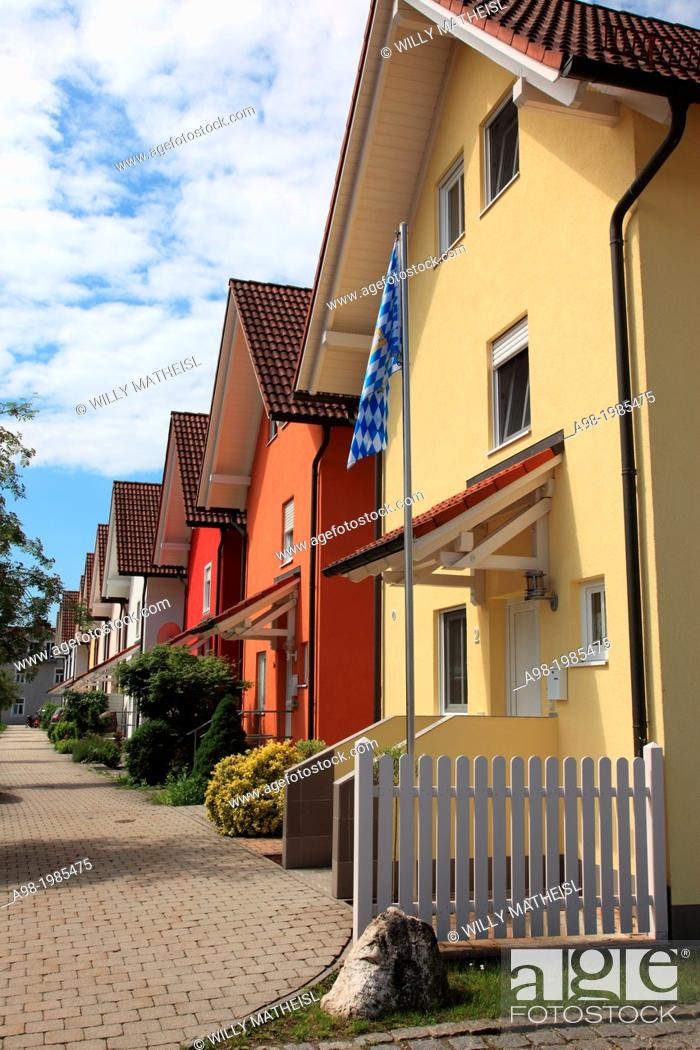 Imagen: A row of new townhomes in Bavaria, Germany, Europe.