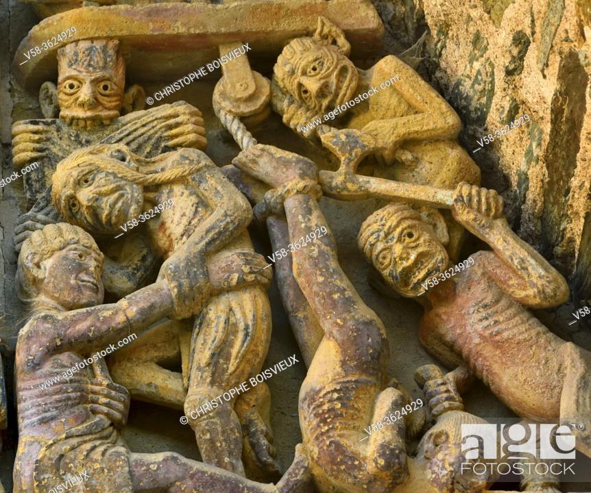 Imagen: France, Aveyron, Unesco World Heritage Site, Conques, Abbey church of Sainte-Foy, Tympanum of the Last Judgement (12th C), Punishment of the money lender.