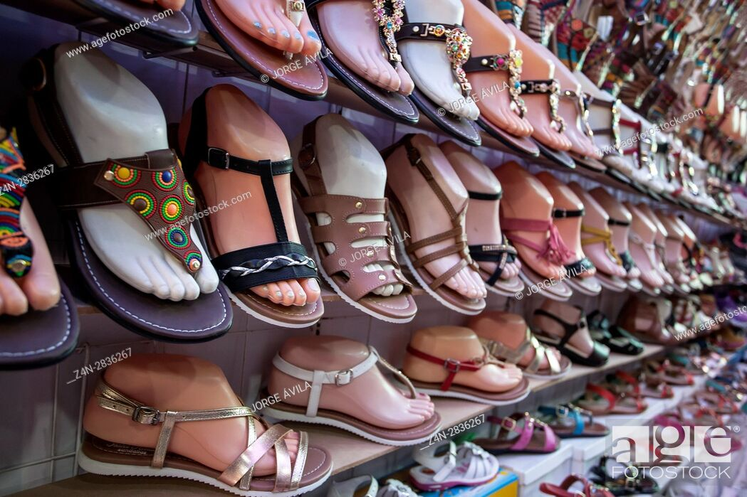 Imagen: Shoes, market, Mexico.