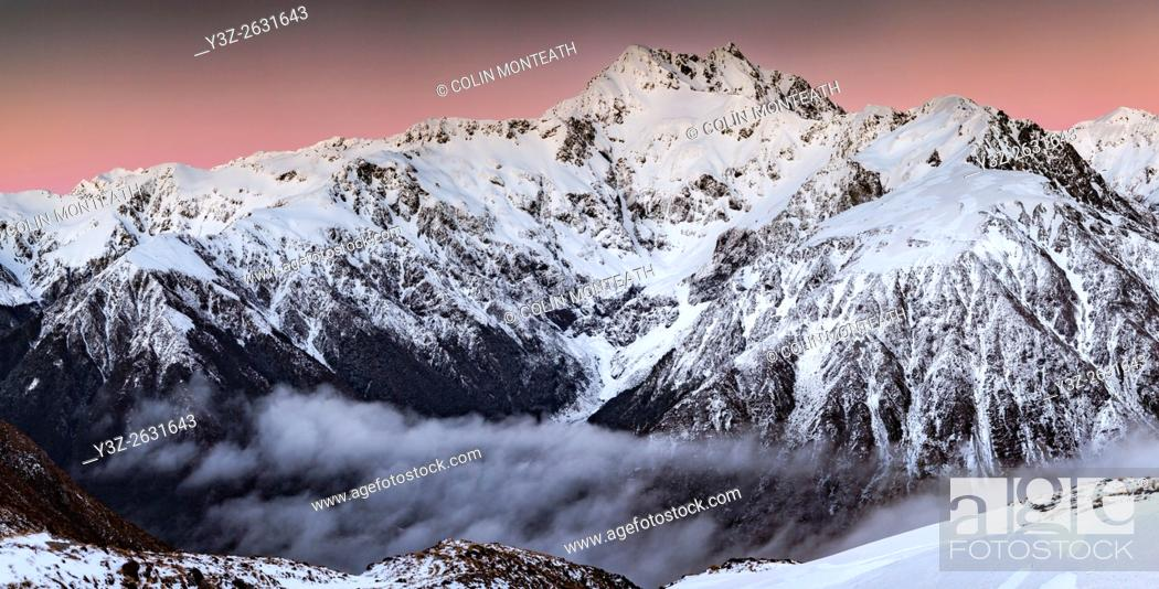 Imagen: Mt Rolleston, 2275 metres, pre dawn alpenglow, dominant peak Arthur's Pass National Park, Canterbury, New Zealand.
