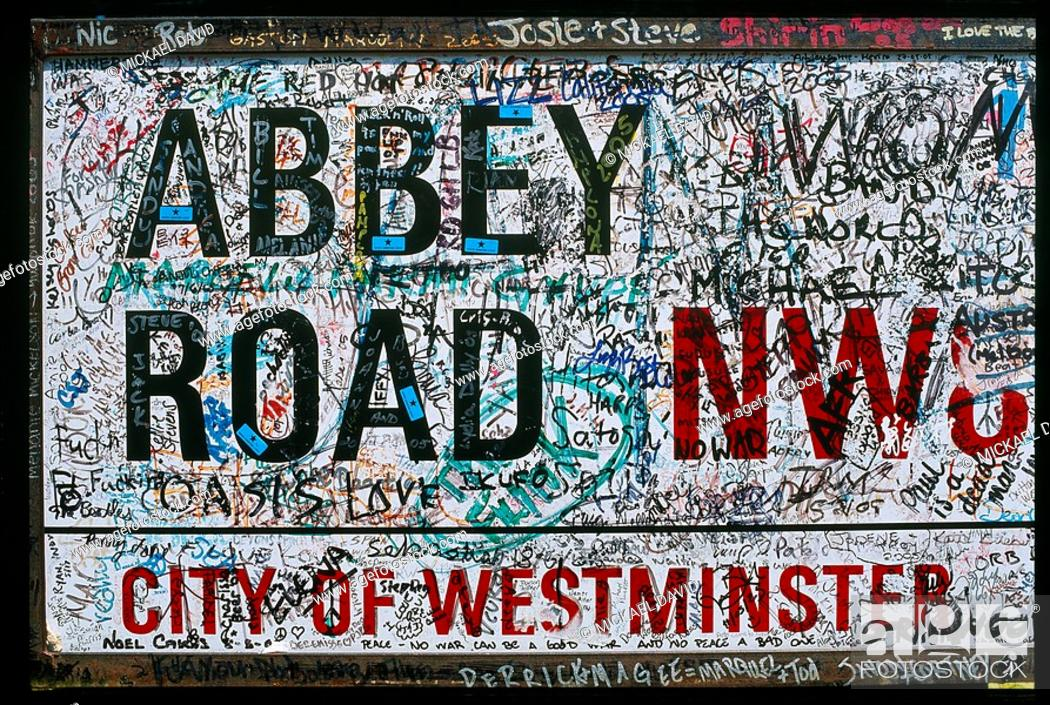 Stock Photo: England - London - Maybelone district - Beatles tour - Abbey road - notivce board.