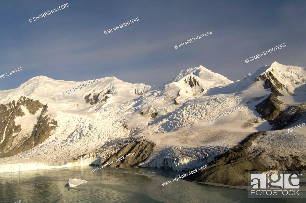 Stock Photo: Antarctica, South Shetland Islands, Livingston Island, False Bay, Helicopter flight on Huntress Glacier.