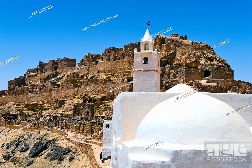 Stock Photo: Africa, North Africa, Maghreb, South Tunisia, Governorat of Tataouine. Chenini. The troglodyte village of Chenini.