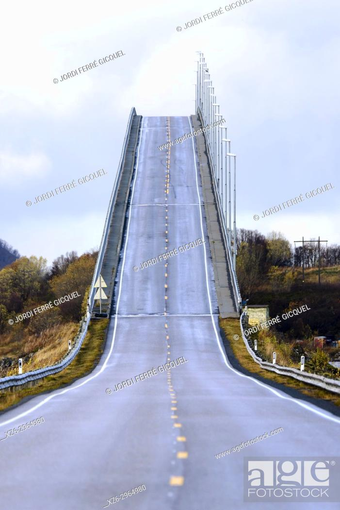 Imagen: Andoy bridge, Hinnøya island, Archipelago of Vesterålen, county of Nordland, Norway, Europe.