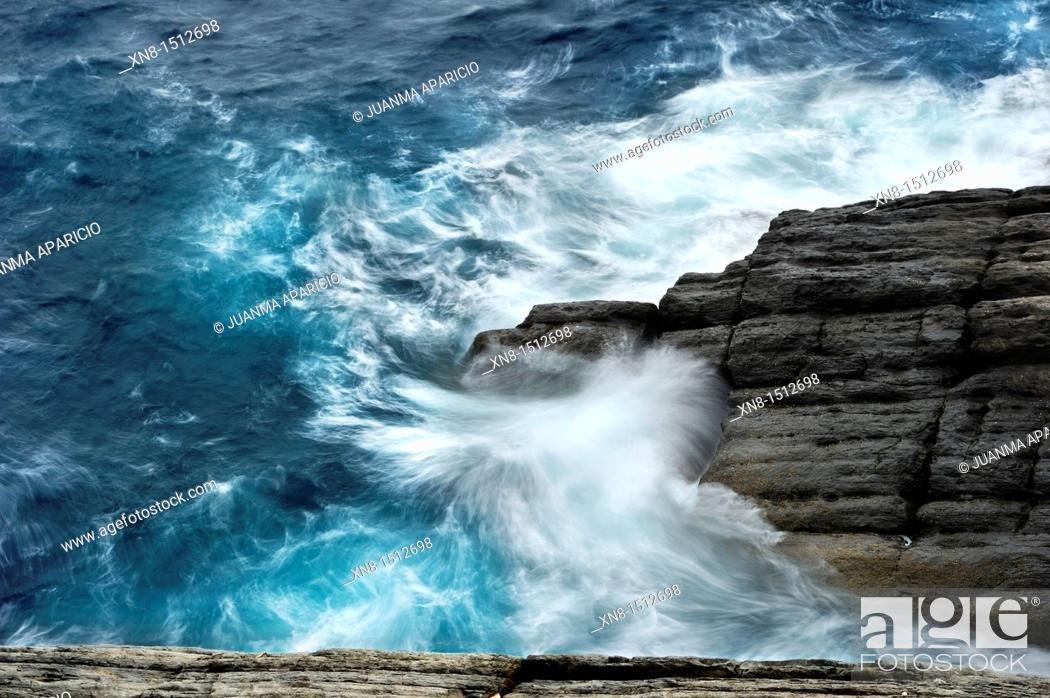 Stock Photo: Waves with long exposure time.